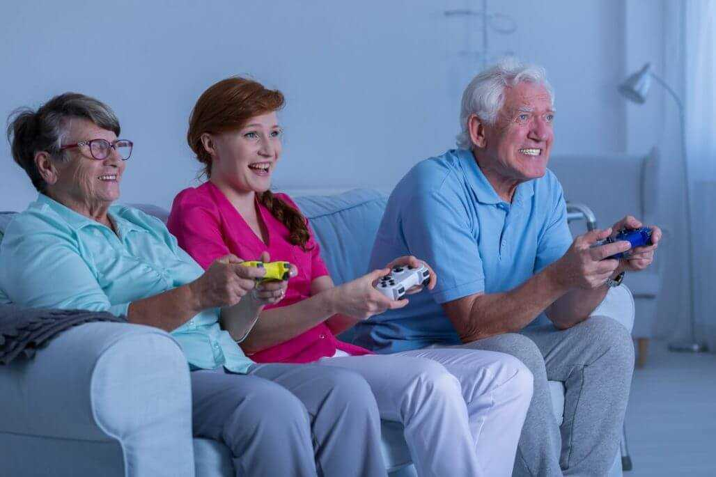 the elderly play games