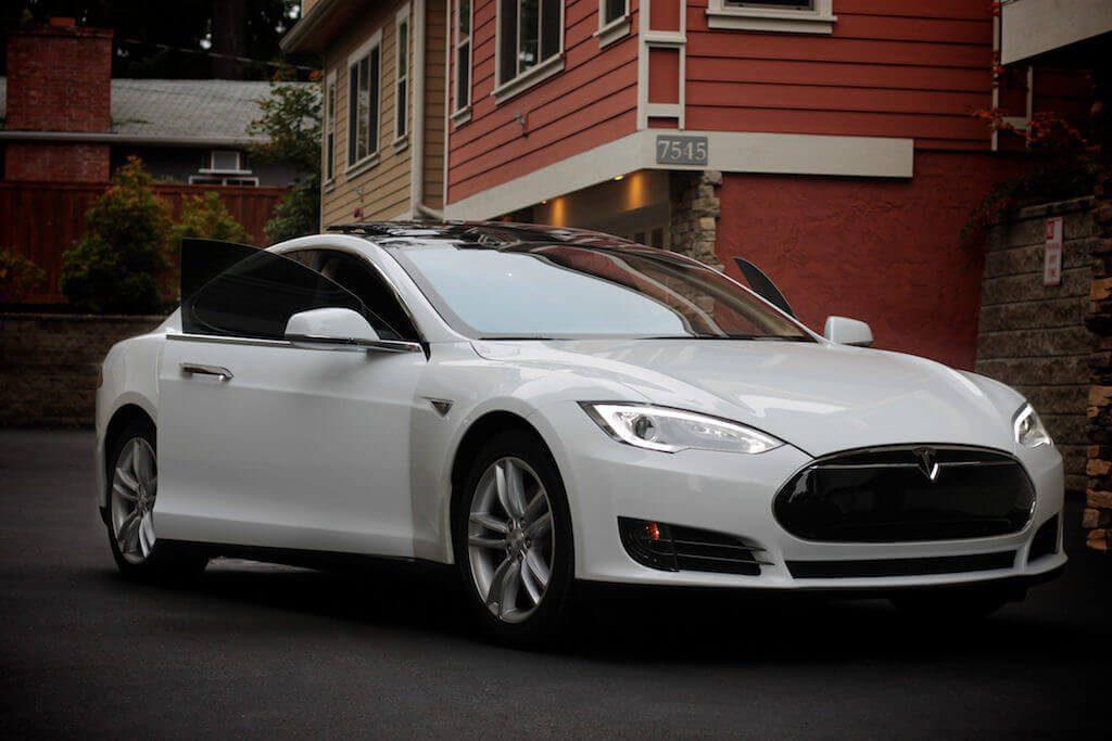 tesla model s driverless car
