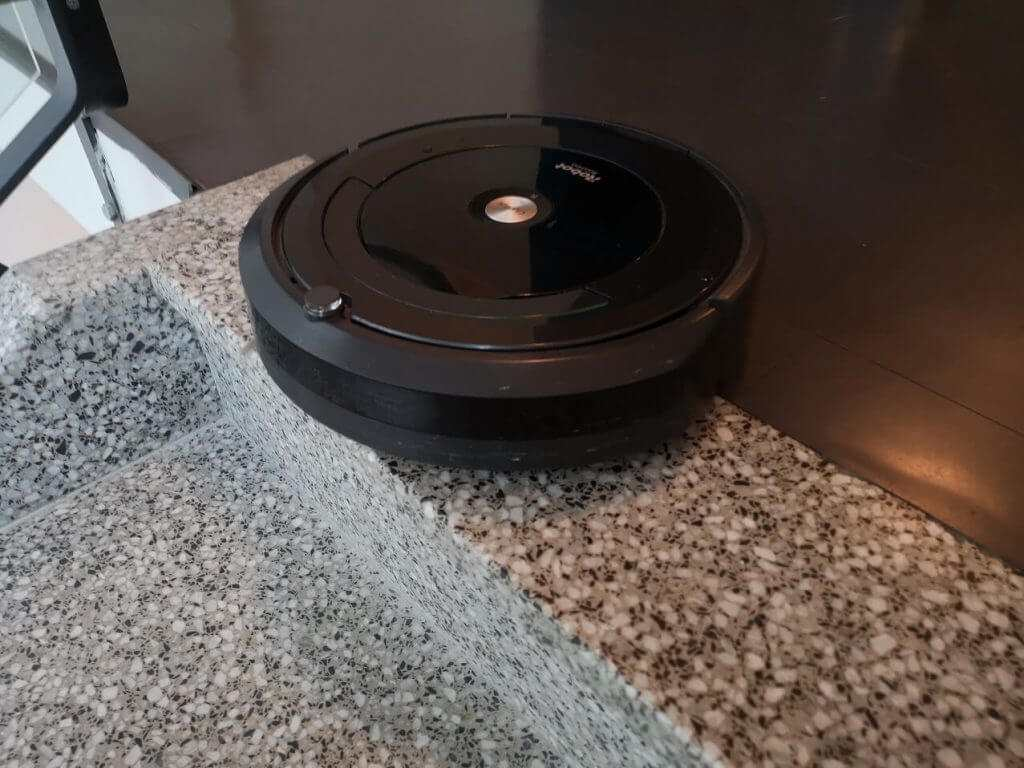 Will Roomba fall down stairs?
